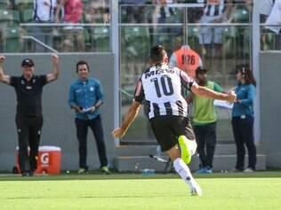 Com um belo gol de falta, Dátolo abriu o placar no Independência