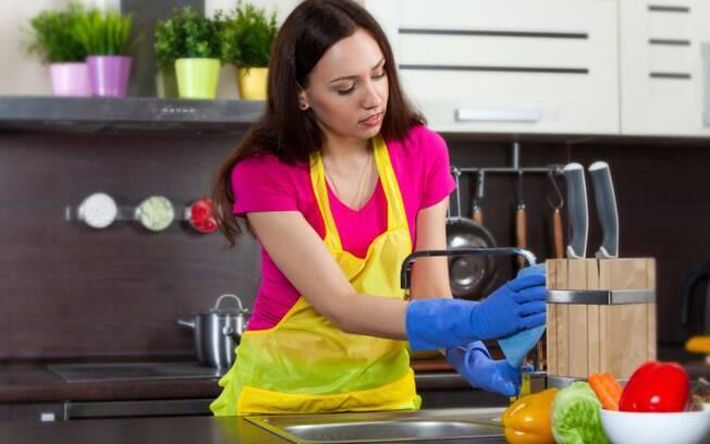 Realizar uma limpeza geral no seu apartamento studio é necessário para acabar com a bagunça
