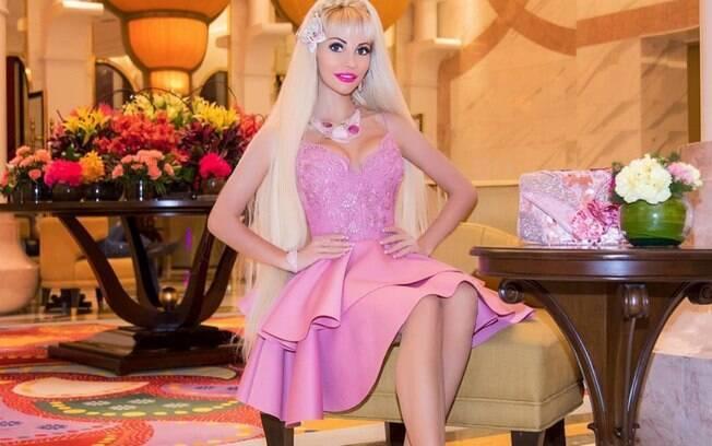 Entre compras de boneca Barbie e procedimentos estéticos, a russa de 32 anos já gastou mais de R$ 604 mil