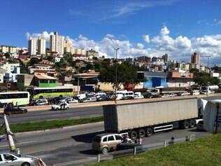 Trânsito complica o trânsito para quem passa pelo Anel Rodoviário na tarde desta quarta-feira (3)