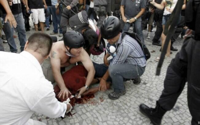 O cinegrafista Santiago Andrade foi atingido na cabeça por um morteiro durante protesto no Rio de Janeiro