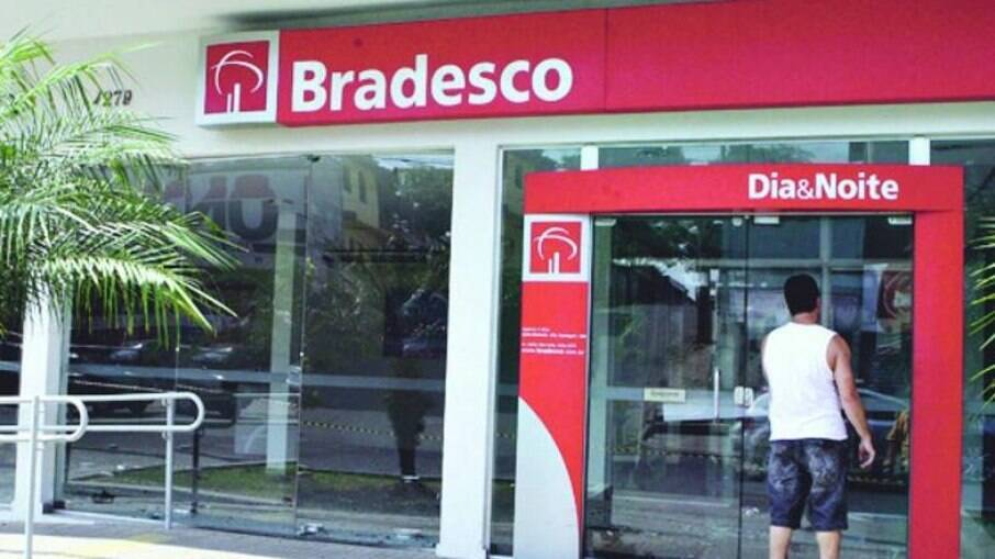 Só o Bradesco fechou 999 agências em 2021