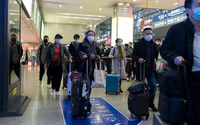 Após reduzir casos internos, China enfrenta agora problemas com quem chegou ao país
