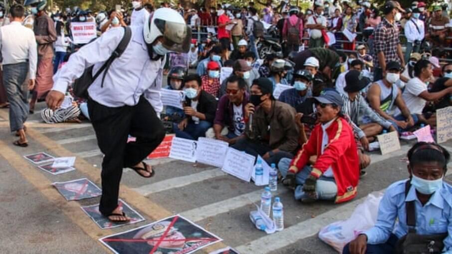 Protestos acontecem em Mianmar desde o começo do mês