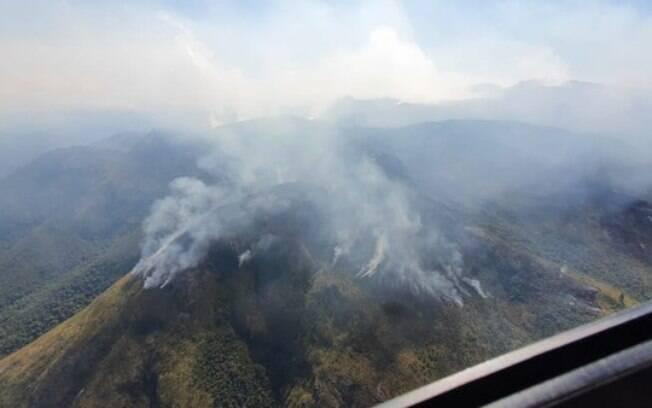 Incêndio no Parque Nacional da Serra dos Órgãos pode ter sido causado por balão