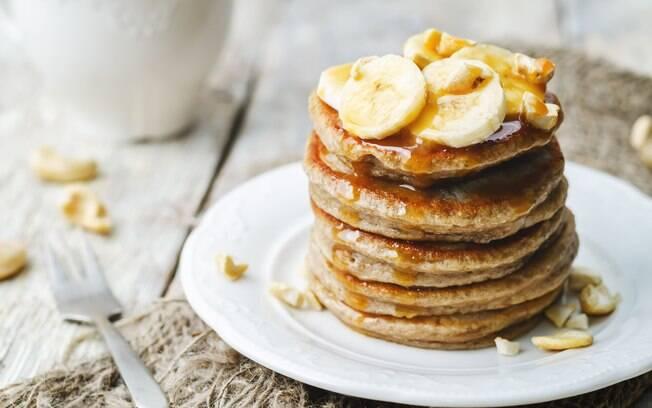 A panqueca de banana com aveia é simples, mas muito saborosa; clique aqui e veja a receita completa