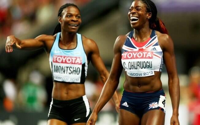 A britânica  Christine Ohuruogu e Amantle  Montsho, de Botsuana, comemoram sem saber quem de  fato ganhou os 400 m rasos