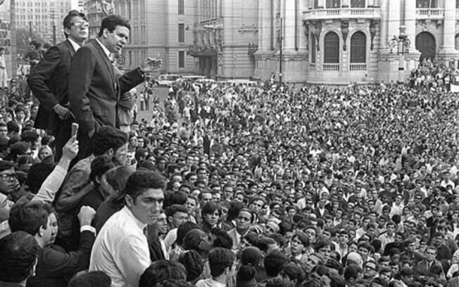 Cena da passeata dos Cem Mil que aconteceram após o Maio de 68 francês