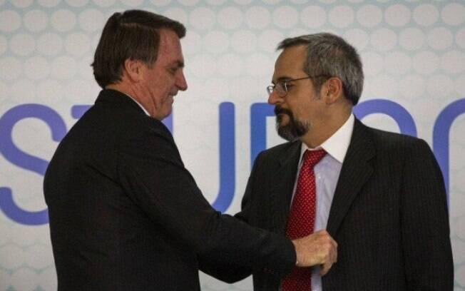 O presidente Jair Bolsonaro e o ministro da Educação, Abraham Weintrau