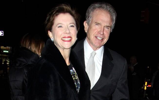 21 ANOS: Annette Bening (55 anos) e Warren Beatty (76 anos). Foto: SplashNews