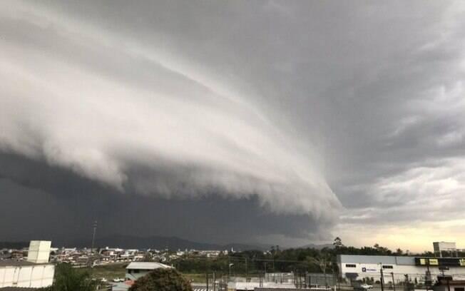 Ventos atingiram mais de 20 cidades de Santa Catarina