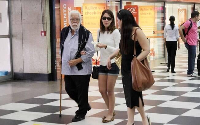 Manoel Carlos com a filha Julia Almeida no aeroporto de Congonhas, em São Paulo