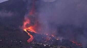 Lava do vulcão atingiu 686 prédios e 258 hectares na Espanha