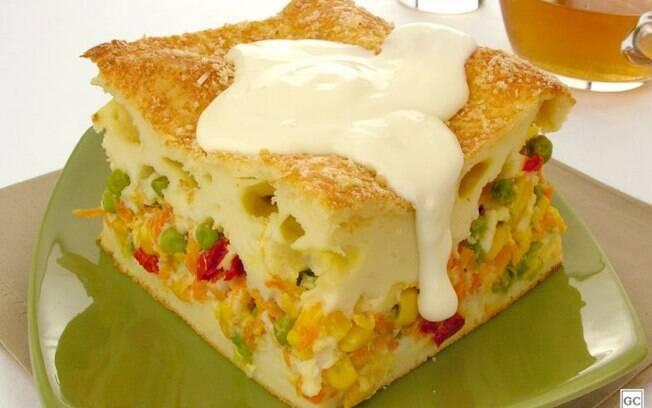 Torta de legumes com requeijão: prática e rende bastante