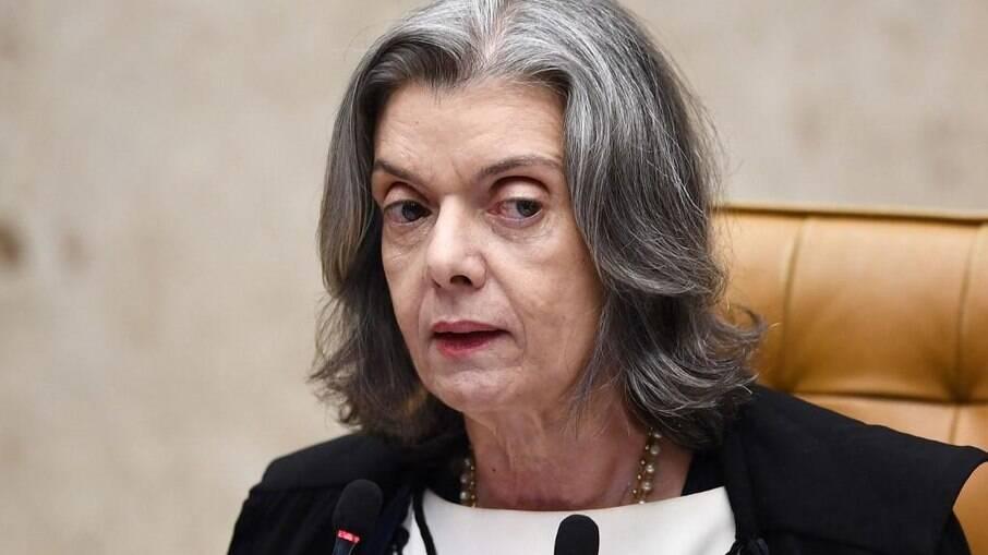 Carmén Lúcia deseja que STF julgue notícia-crime contra Bolsonaro