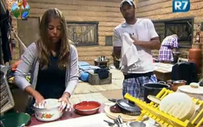 François confessa para  Raquel que tem nojo de lavar louça