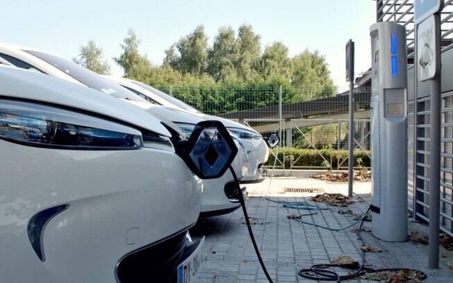 Para o empresário Elon Musk, em duas décadas, todos os carros nas ruas serão elétricos e autônomos