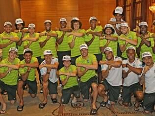 Jogadores da seleção brasileira homenagearam Neymar, depois do almoço desta terça-feira, com o símbolo