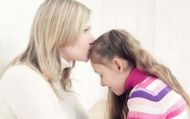 Mostrar-se aberta para dialogar e compreender os sentimentos daquela criança é essencial para o bem-estar dela