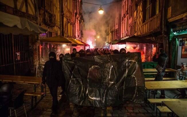 Revoltados com o caso, franceses vão às ruas de Paris para pedir que a justiça seja feita e a violência policial chegue ao fim