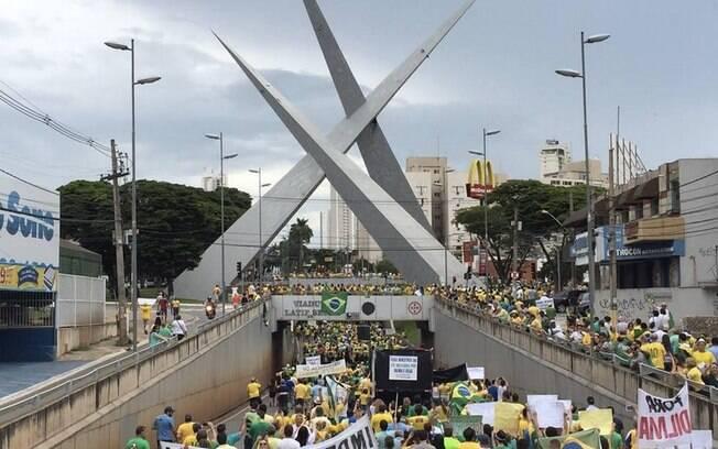 Manifestações contra Dilma Rousseff aconteceram em diversos Estados, como SP, RJ, MG, GO, PA, PB, RS e PR (12/04/2015)