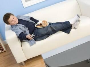 Na maioria dos casos, sobrepeso infantil é resultado de maus hábitos alimentares da família