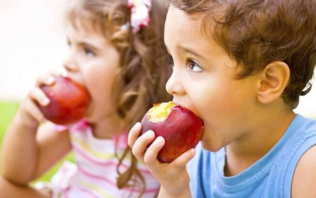 Sabendo escolher, fruta é o lanche perfeito para seu filho comer na escola