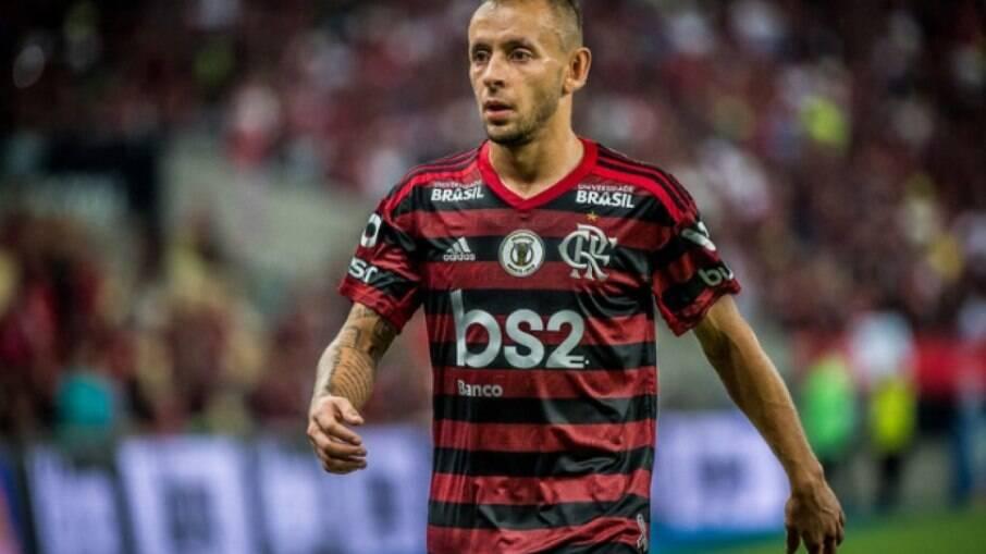 Rafinha negocia volta ao Flamengo