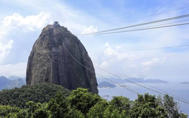 O Pão de Açúcar é uma das atrações turísticas mais conhecidas e populares do Rio de Janeiro e não pode ficar de fora