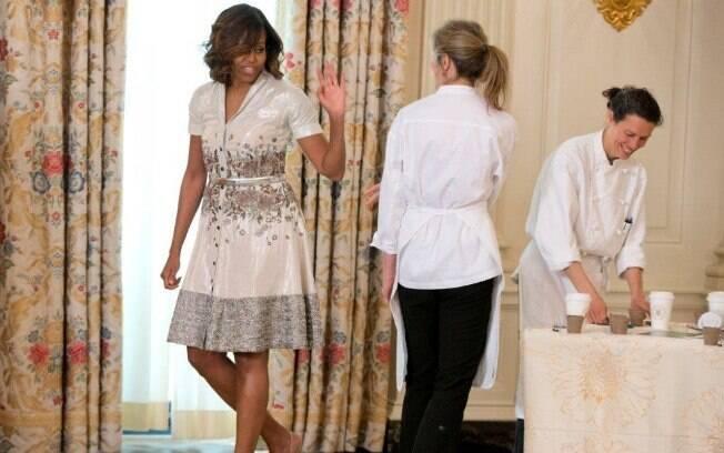 Michelle Obana com o vestido chemisier usado no último Dias das Mães e também dois anos atrás