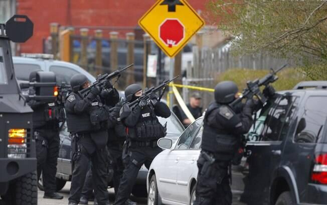 Polícia caça segundo suspeito de ataque na Maratona de Boston, na última segunda-feira