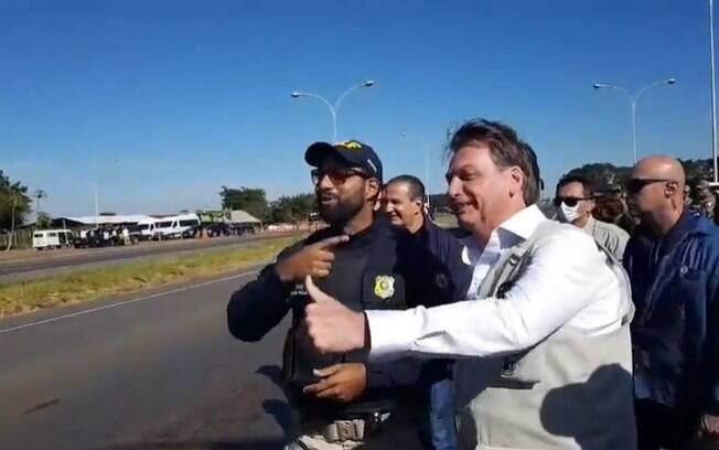 bolsonaro e policial