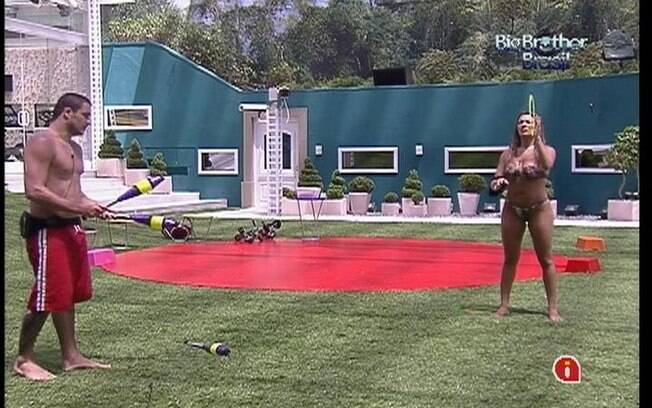 Rafa e Monique treinam novos aparelhos para Prova da Comida
