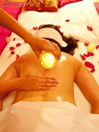 Candle massagem: feita com velas especiais