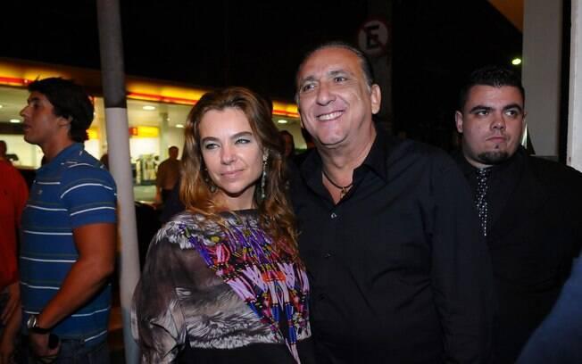 Desirée Soares e Galvão Bueno: casal conferiu a festa de encerramento da Fórmula 1, nesse domingo (27)
