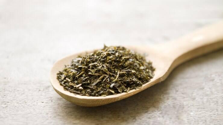 Chá de orégano emagrece? Entenda benefícios, riscos e como fazer – Delas