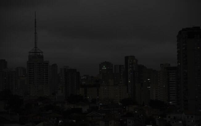 Céu escureceu e dia virou noite em São Paulo
