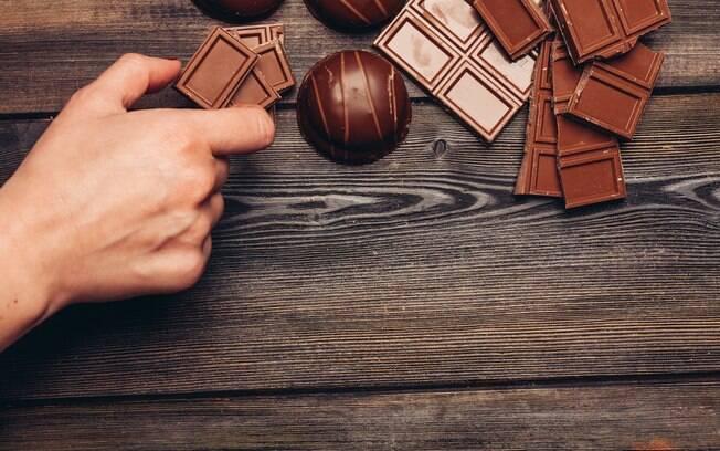 Se consumido em pequenas quantidades, o chocolate pode ajudar a melhorar a saúde do corpo