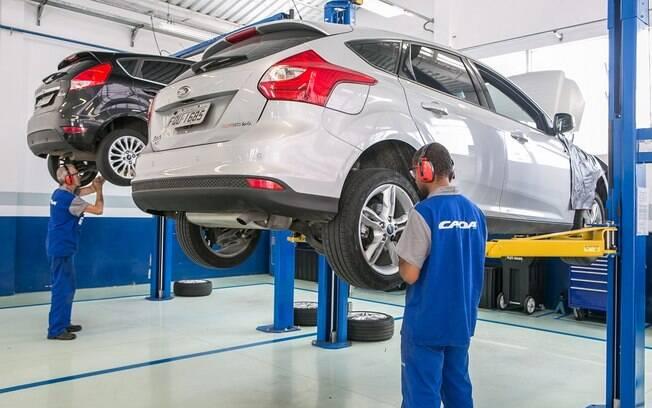 Manutenção em uma das dez revendas Ford: expertise ajudou as outras marcas do grupo.