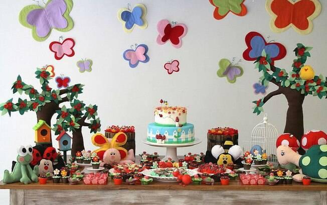 Borboletas, abelhas, joaninhas e outros bichinhos compõem a mesa de tema jardim, bastante pedida para festas de meninas