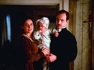 Pernilla August, premiada em Cannes, e Samuel Fröler vivem Anna e Henrik