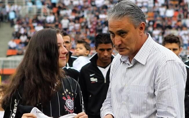 Contra o Ceará, em agosto de 2011, Tite  completou 100 jogos no comando do Corinthians. Ele  recebeu uma placa da sua filha, Gabrielle