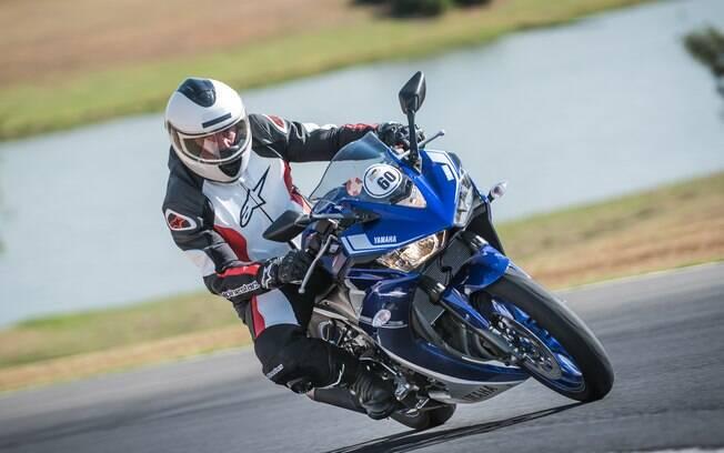 A Yamaha YZR-R3: mini superbike com tamanho sob medida para a pista esteve junto com os modelos Yamaha MT