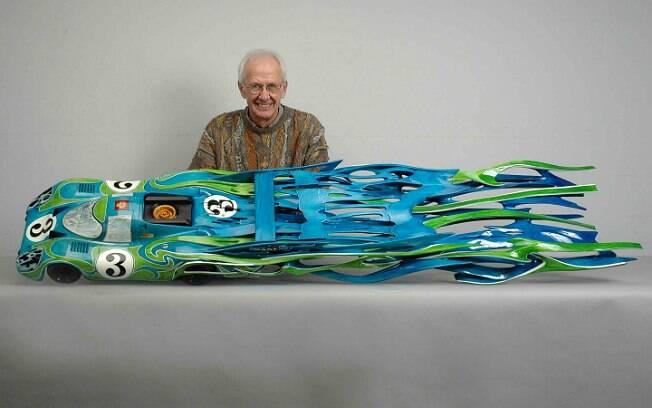 Dennis Hoyt e a escultura do Porsche 917L. Tempo necessário para construção foi de oito meses