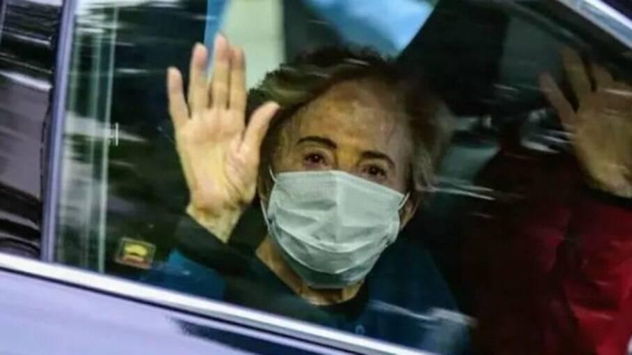 Glória Menezes recebe alta após ser internada com Covid-19