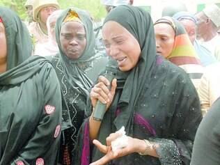 Inconformadas. Mulheres nigerianas choram pelas cerca de 300 estudantes sequestradas no país