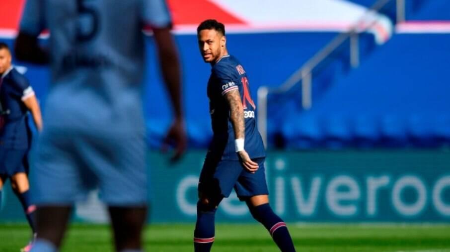 Neymar foi expulso já na reta final do jogo contra o Lille