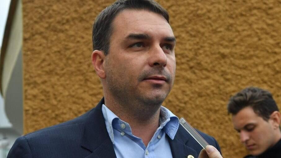 Defesa de Flávio Bolsonaro pede investigação à Receita Federal