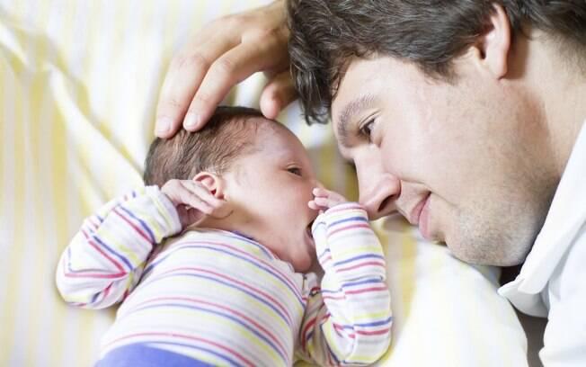 """""""Cinco dias é muito pouco para construir o vínculo afetivo. A mulher começa a ser mãe quando descobre que está grávida, mas o homem só sente a paternidade de fato quando o bebê nasce"""