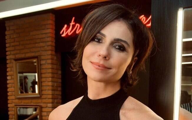 Agora, Giovanna Antonelli está com os fios curtos e escuros para viver papel em